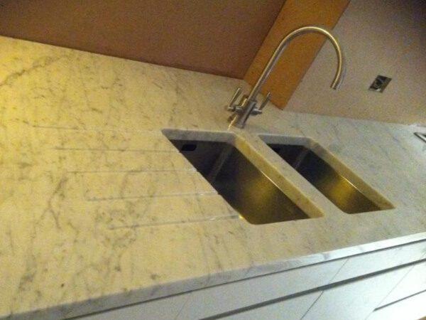 carrara-marble-worktops